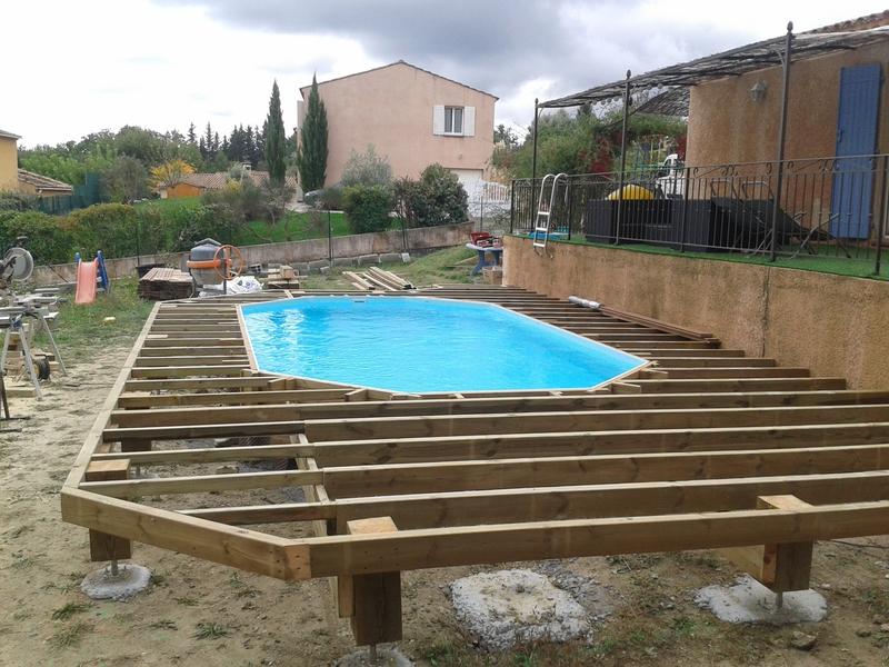 en bois composite  sur pilotis  terrasse bois en Ipé piscine